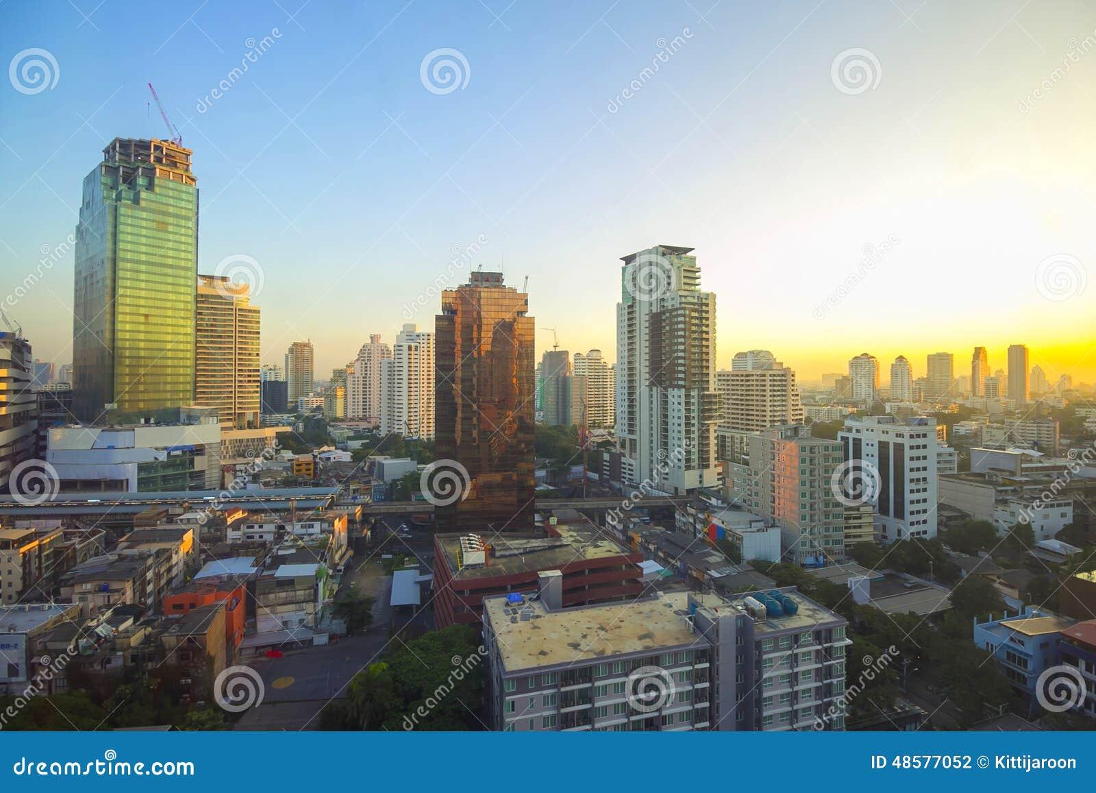 Vue de paysage urbain pendant le matin à Bangkok