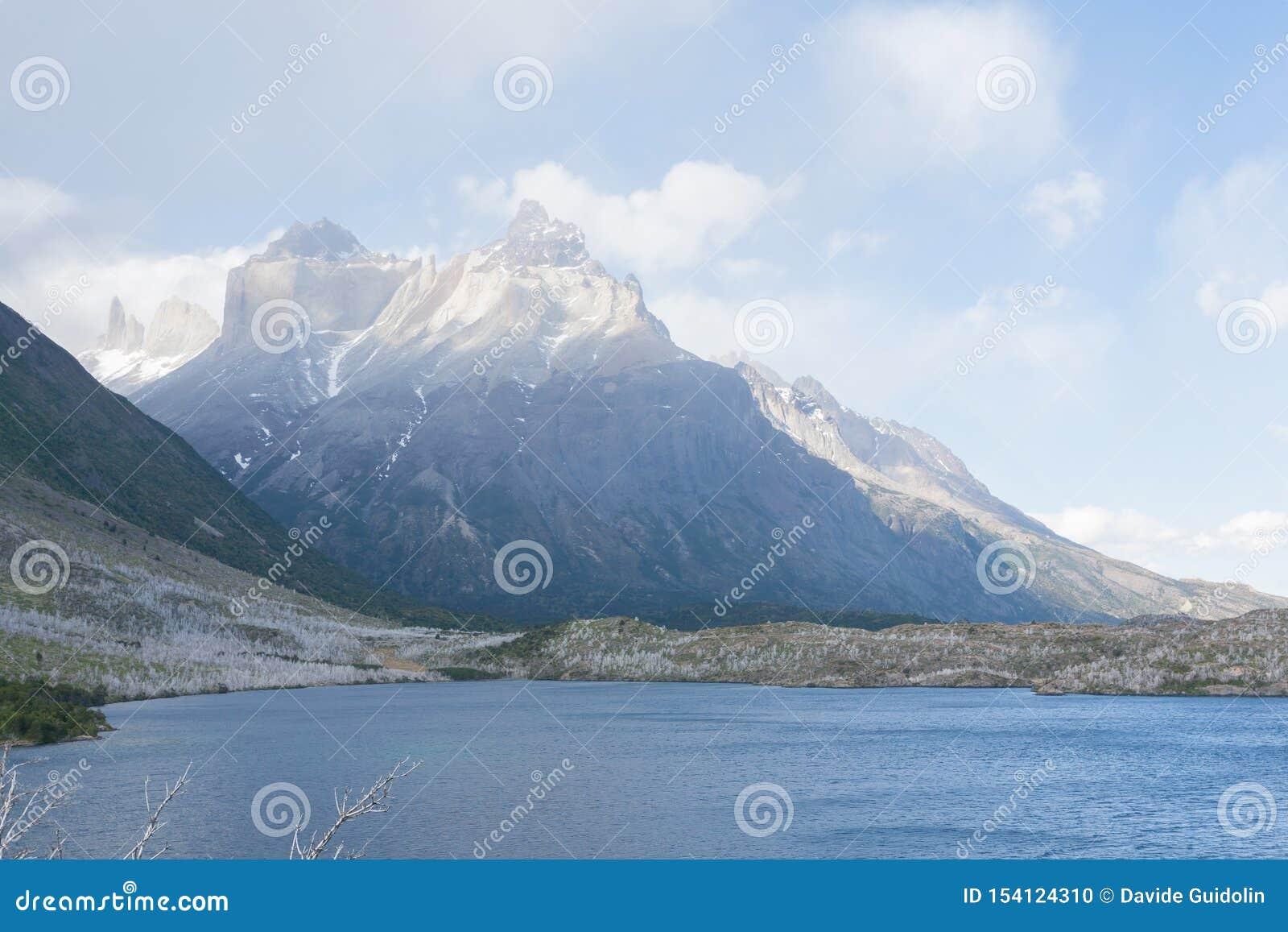 Vue de Pehoe de lac, Torres del Paine, Chili