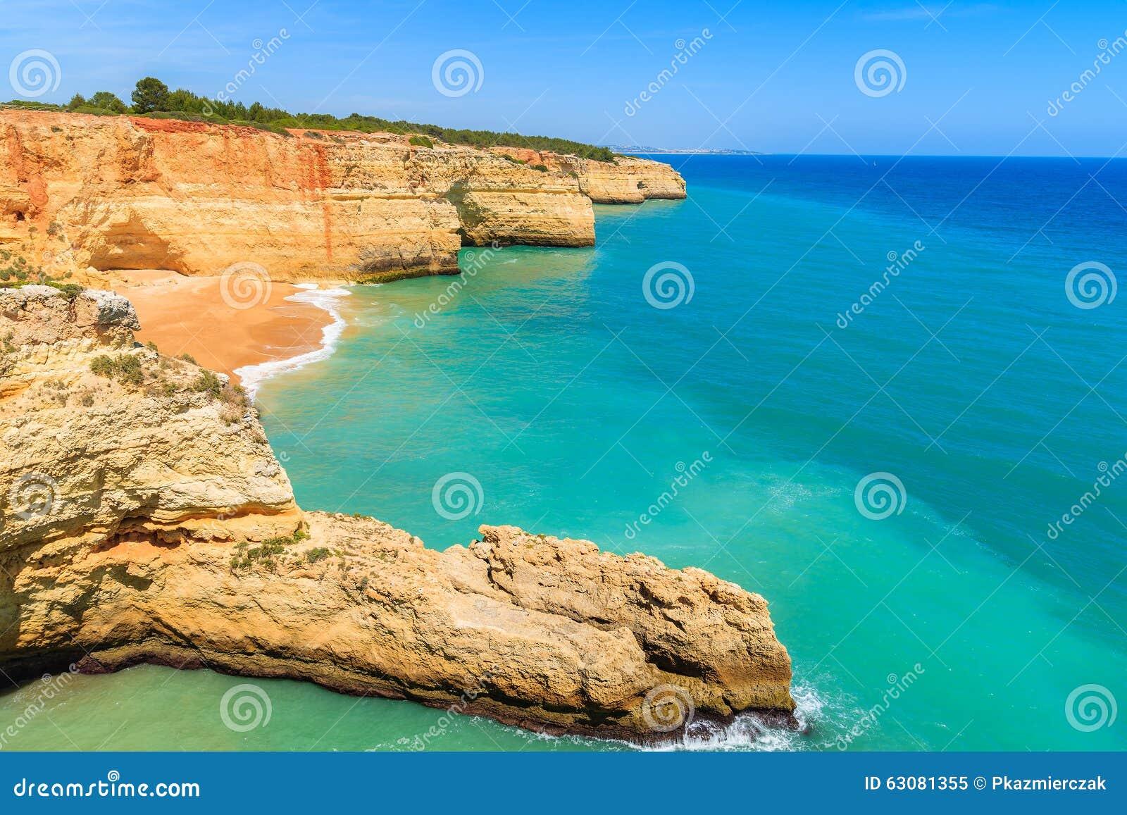 Download Vue De Plage Dans La Belle Baie Image stock - Image du seascape, nature: 63081355