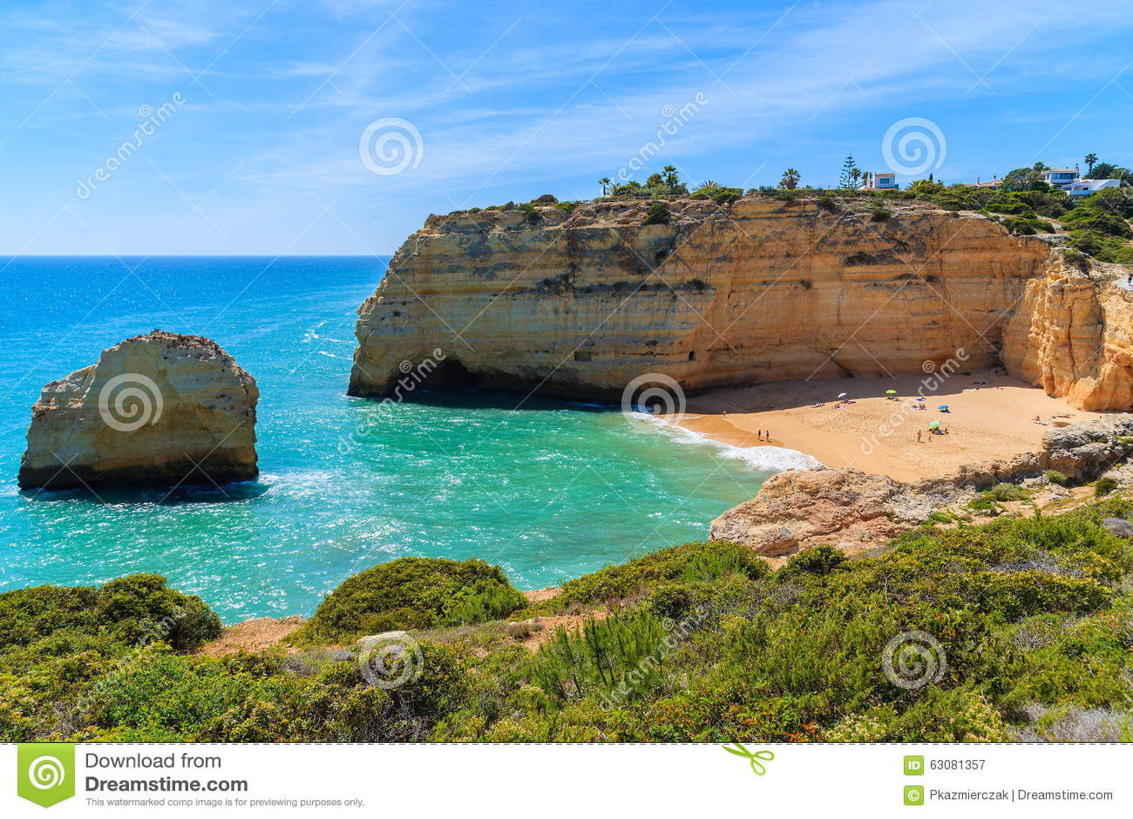 Download Vue De Plage Dans La Belle Baie Image stock - Image du vert, sable: 63081357