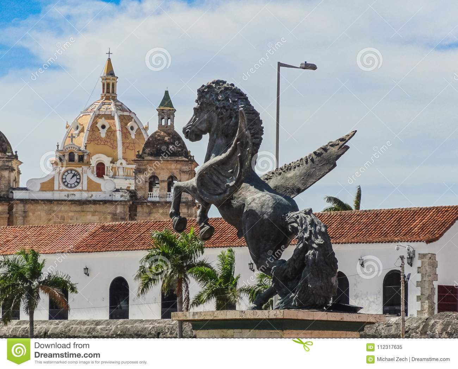Vue de plan rapproché des statues de Pegasus au quai de Pegasus dans le cartagen