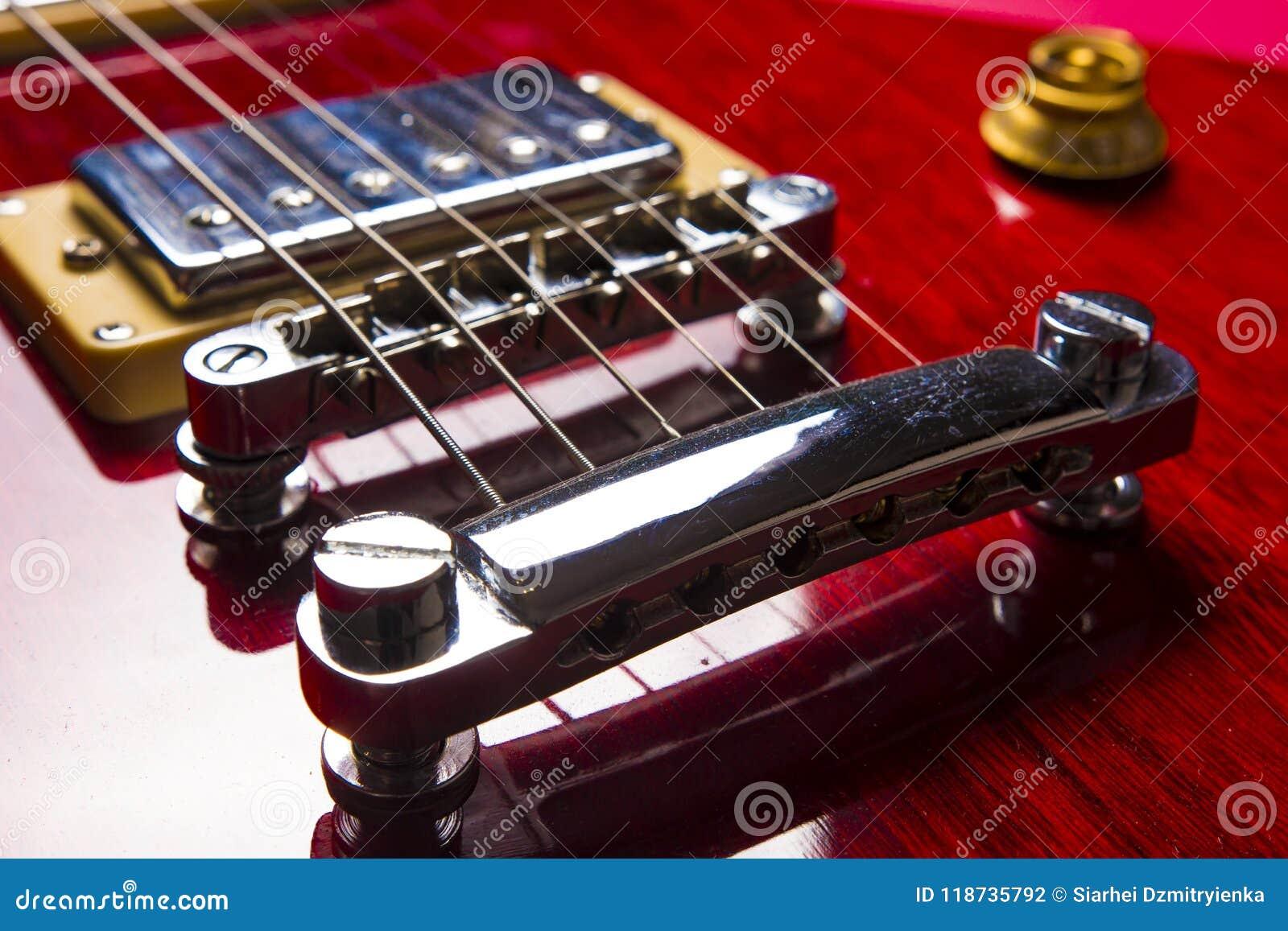 Vue de plan rapproché de guitare électrique classique de jazz de roche de vintage