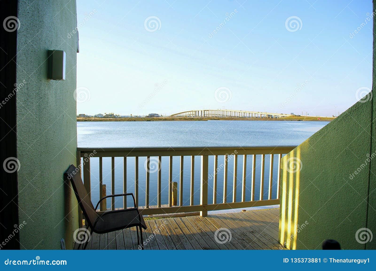 Vue de pont commémoratif de JFK Mausway de vue de Punta