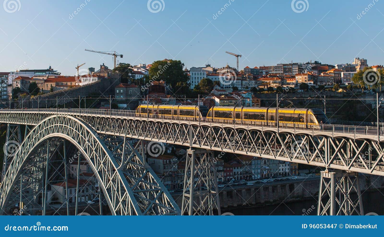 Vue de pont de Dom Luis I à Porto