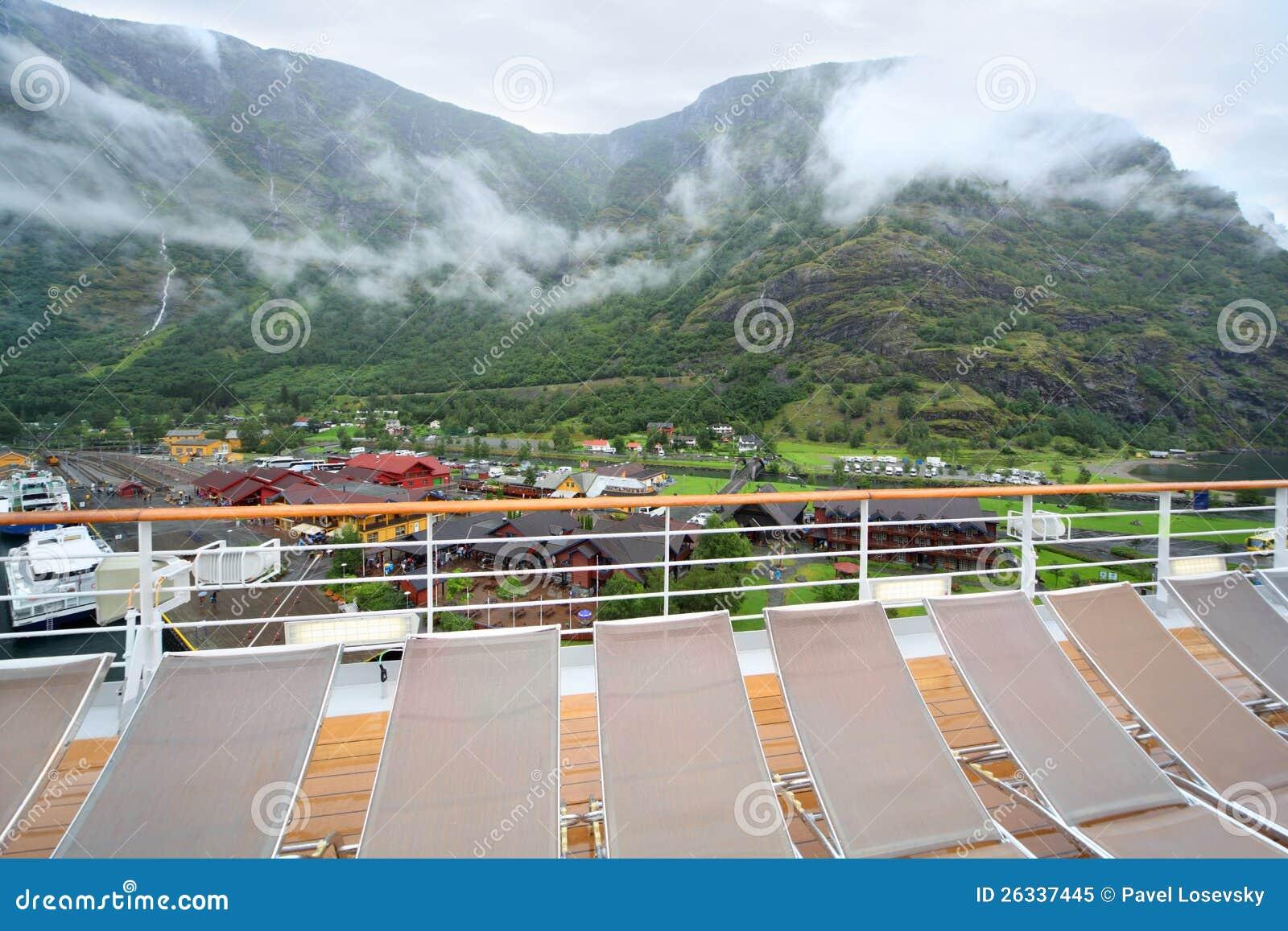 vue de port de sognefjord de panneau de doublure de vitesse normale image ditorial image. Black Bedroom Furniture Sets. Home Design Ideas