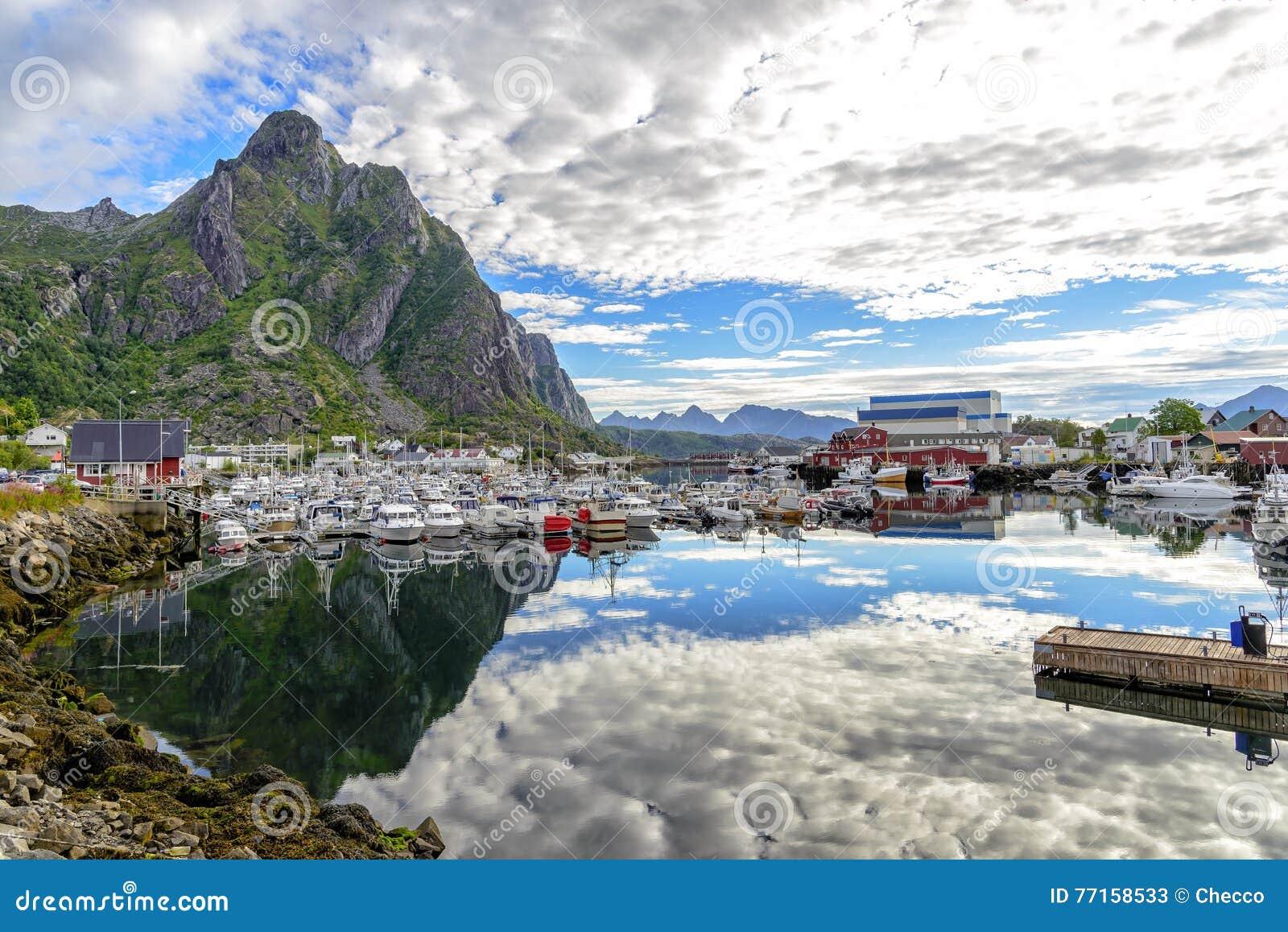 Vue de port de Svolvaer, Norvège