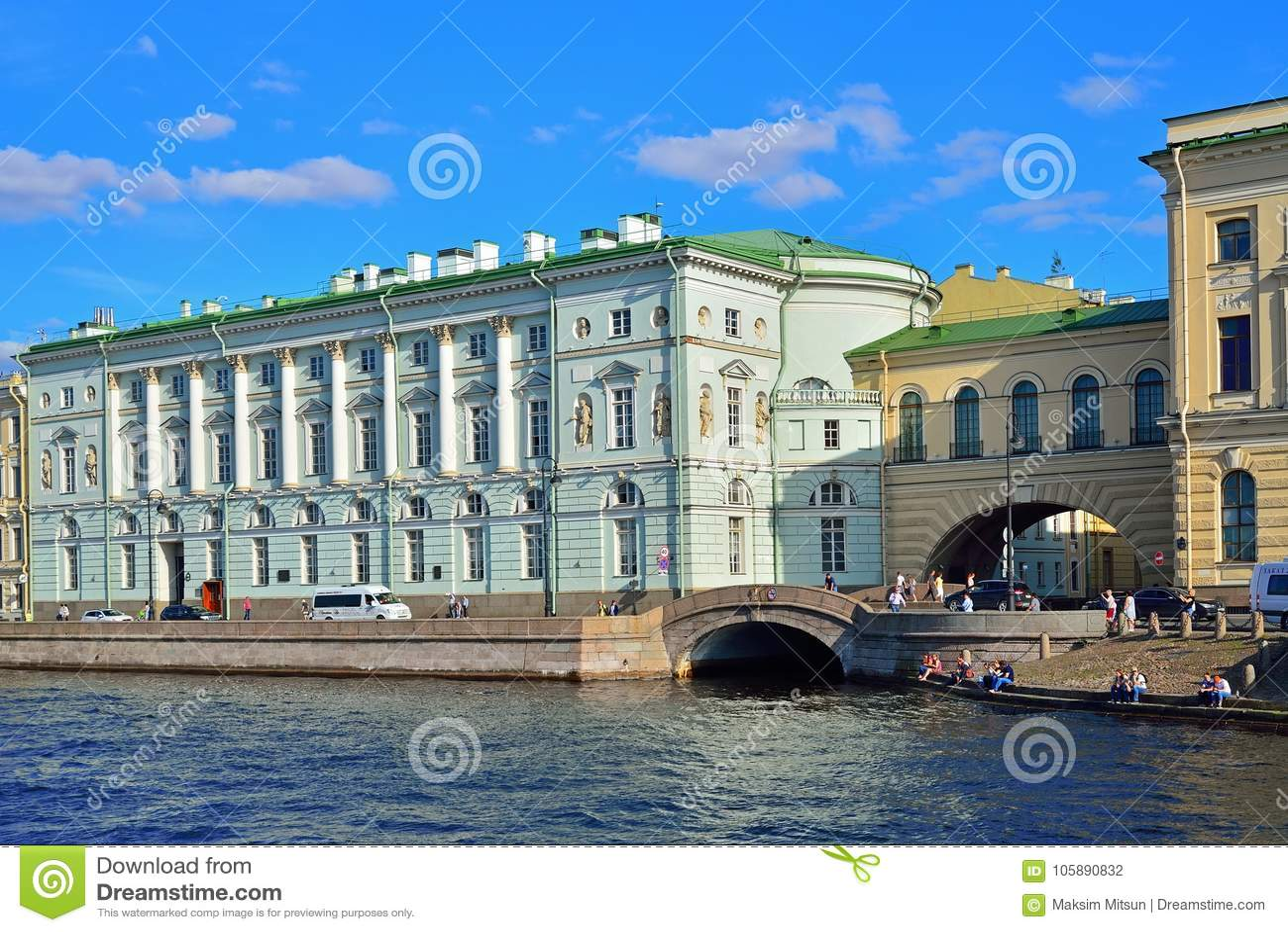 Vue de remblai de palais et du canal d hiver vers la rivière de Neva