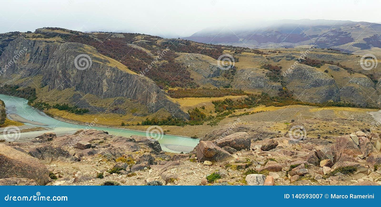 Vue de Rio De Las Vueltas avec des couleurs d automne, Argentine