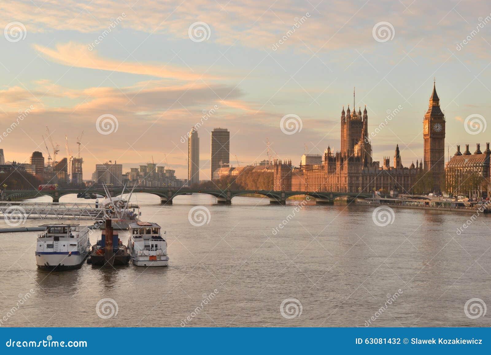 Download Vue de rivière de Londres photographie éditorial. Image du ciel - 63081432