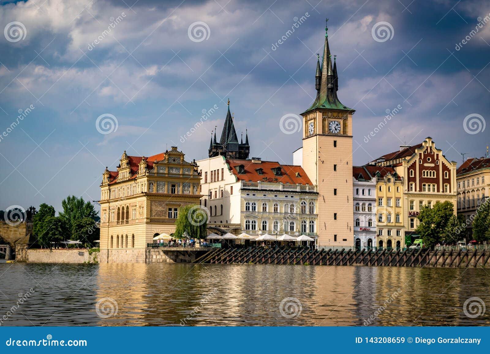 Vue de rivière de Vltava à Prague