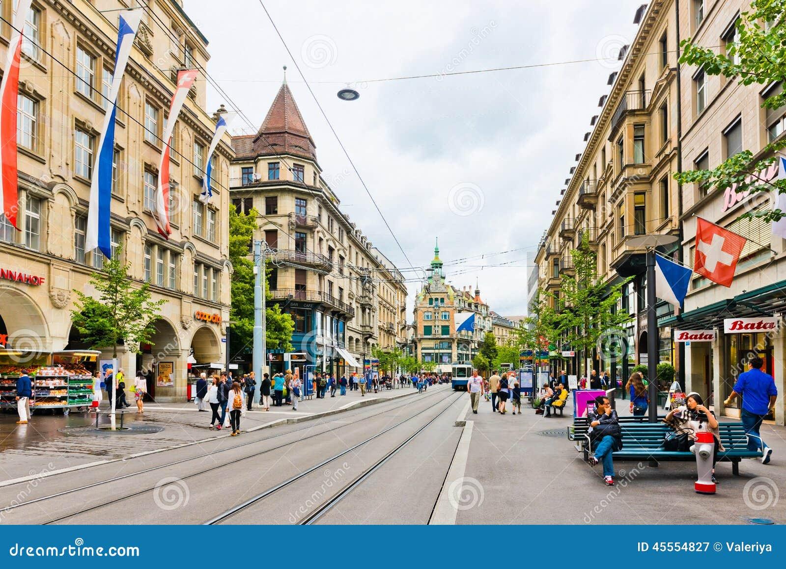Vue de rue zurich suisse zurich est la plus grande for Piscine zurich