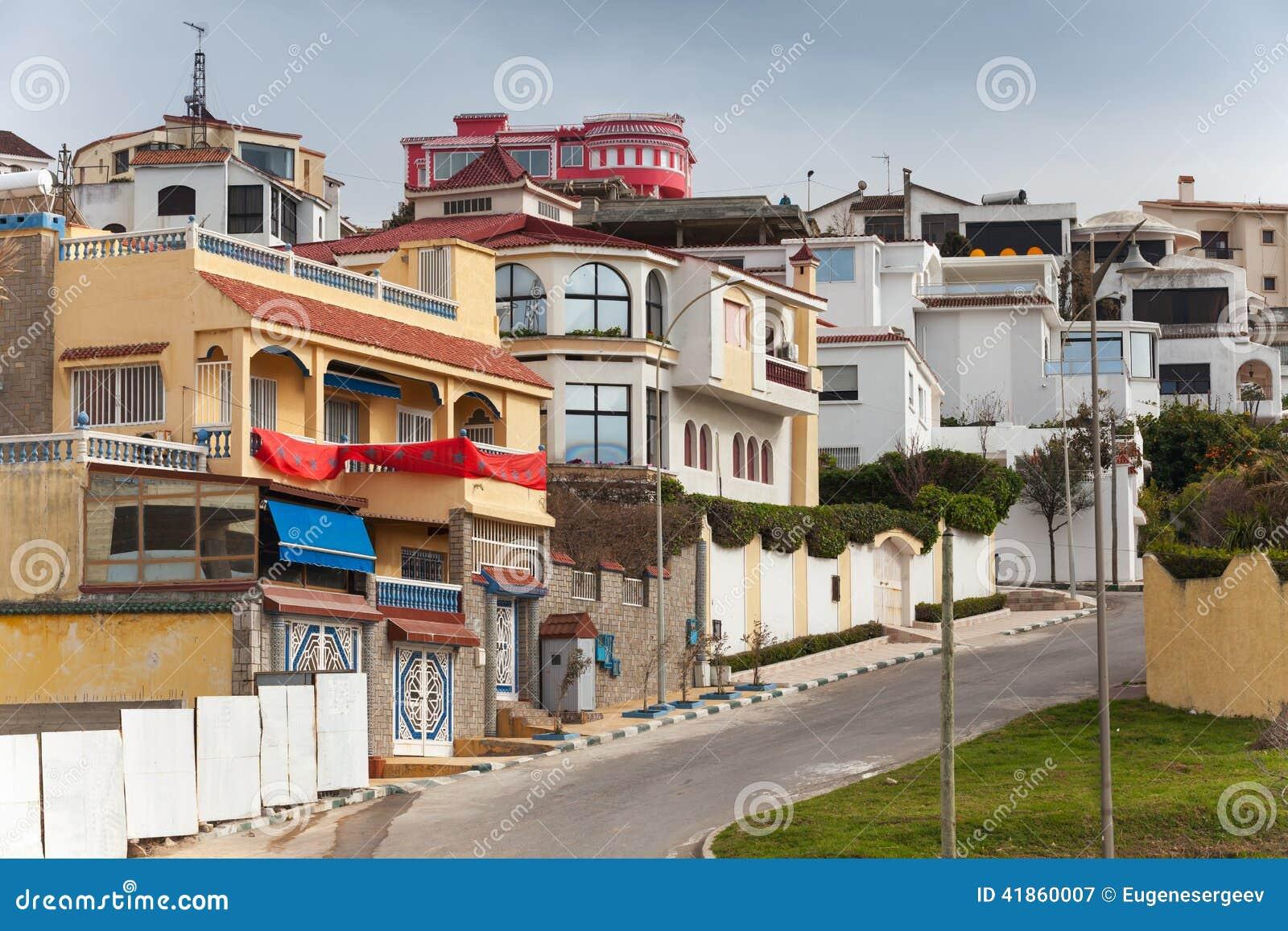Vue de rue avec les maisons traditionnelles tanger maroc - Google vue des maisons ...