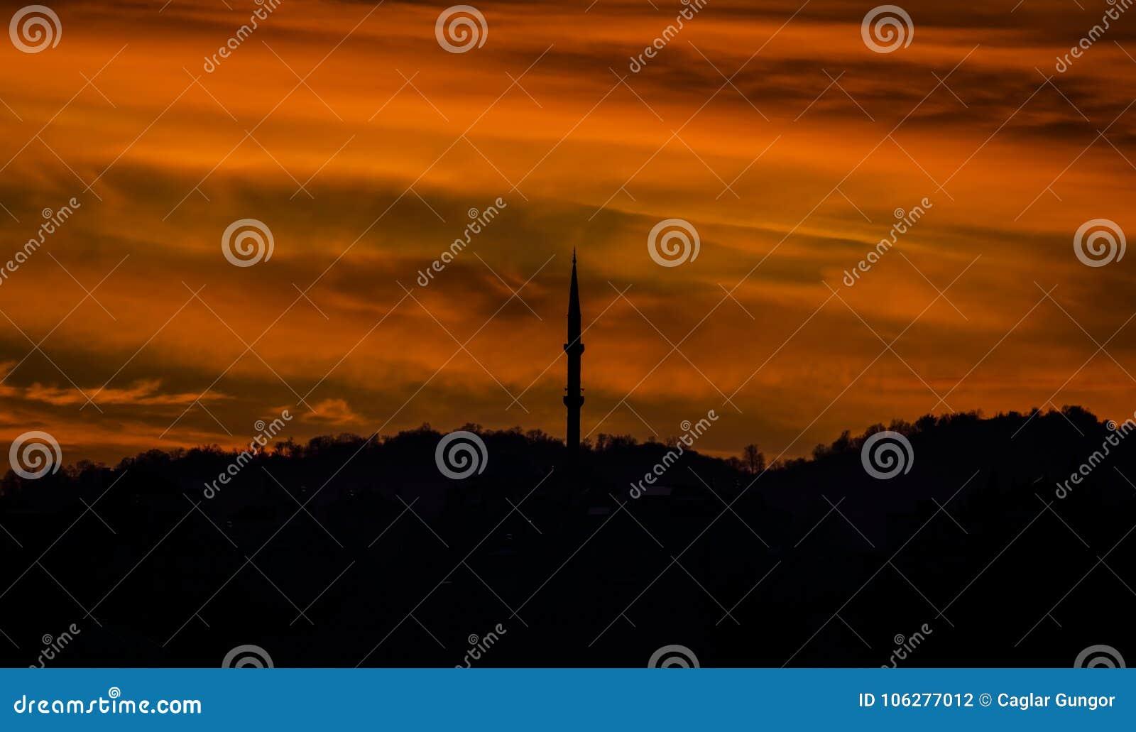 Vue de silhouette de mosquée dans Samsun