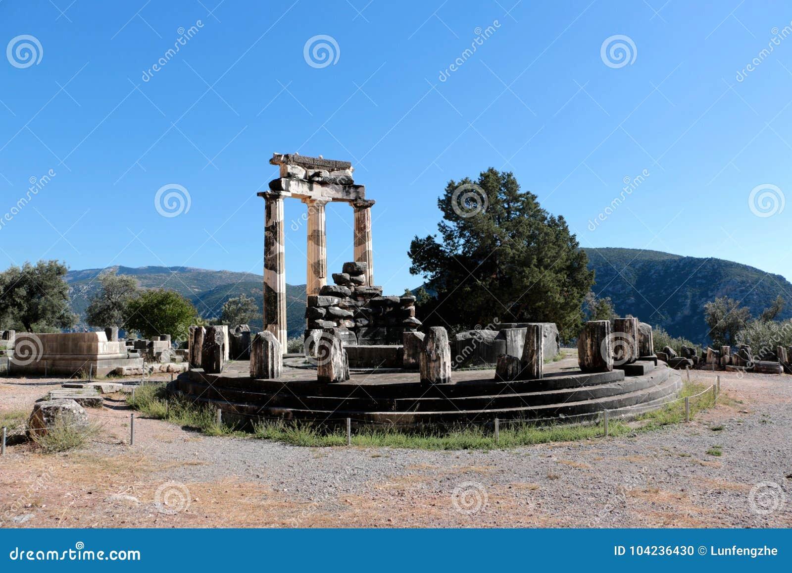 Vue de temple d Athena Pronea Delphi Greece