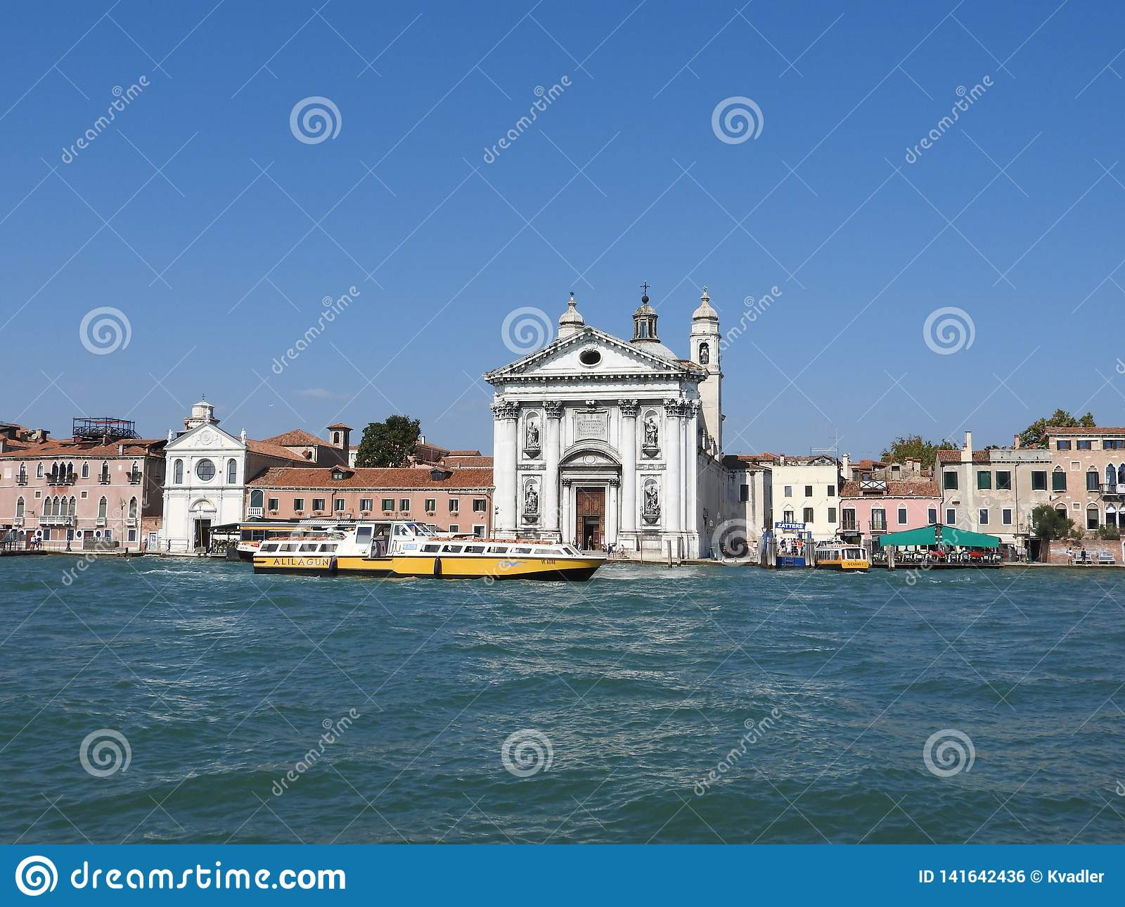 Vue de Venise, de l Italie et de son autre architecture du canal grand, temps clair