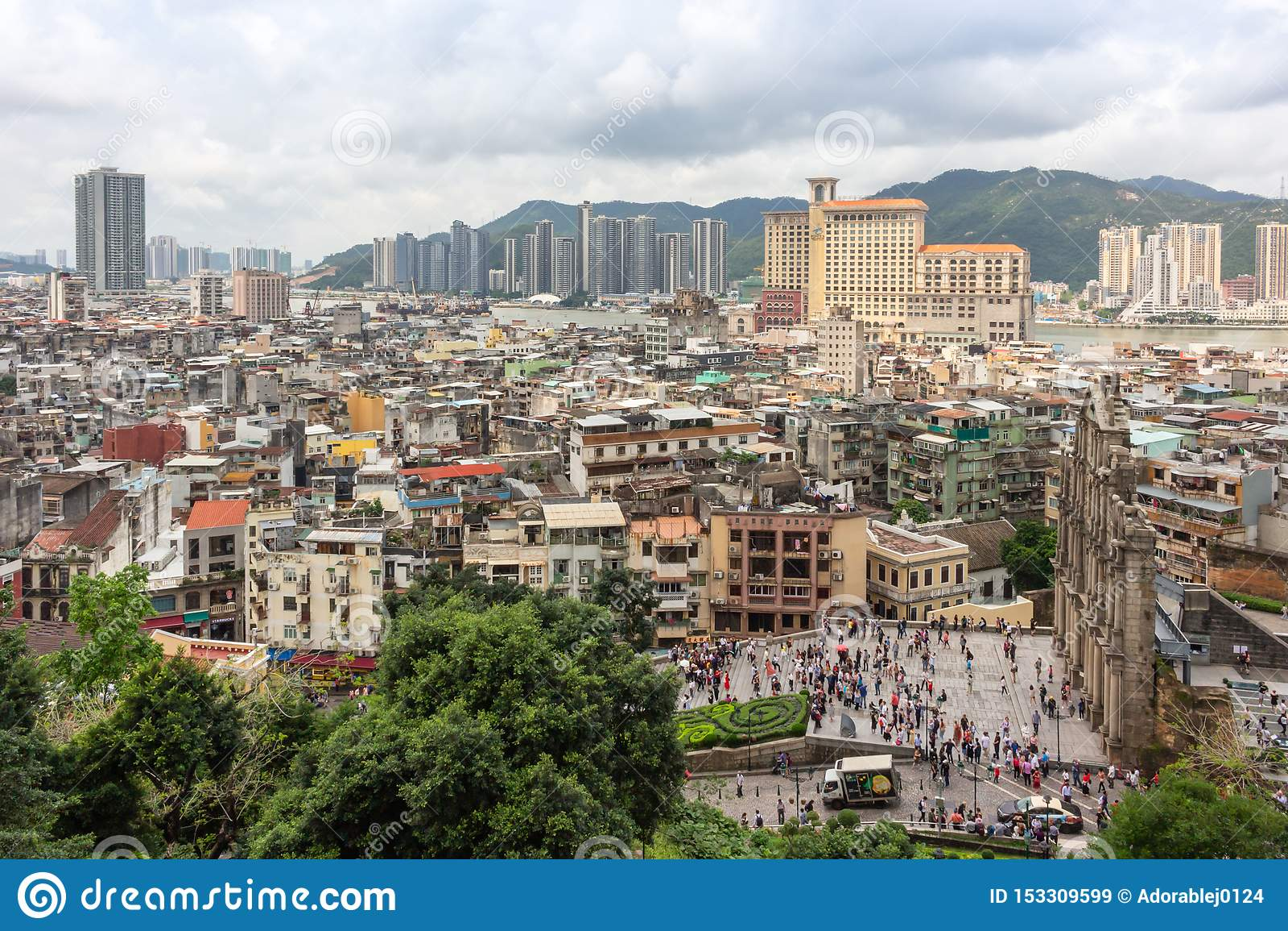 Vue de ville de Macao et ruines de St Paul de forteresse de bâti