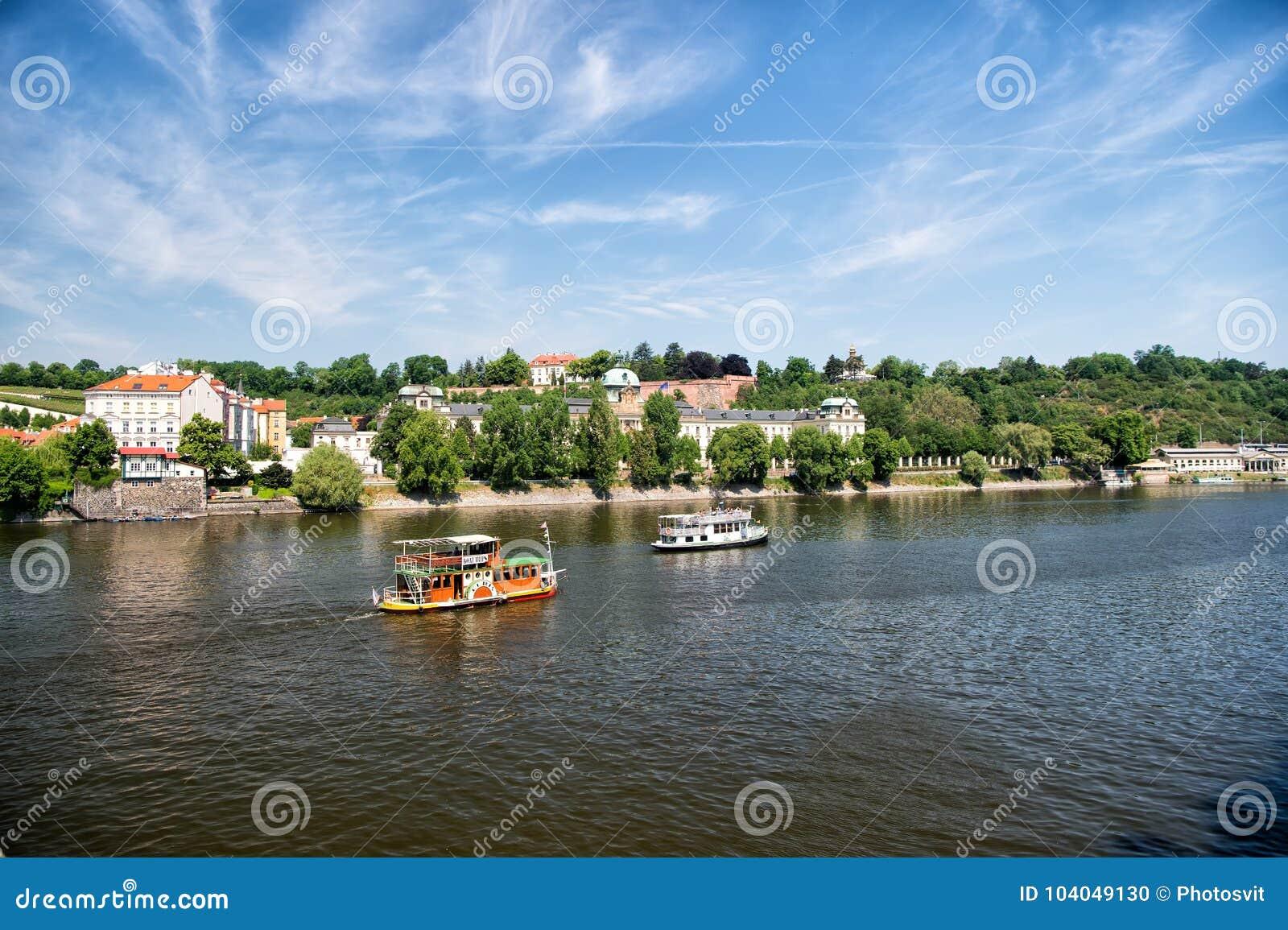 Vue de ville de rivière de Vltava à Prague, République Tchèque