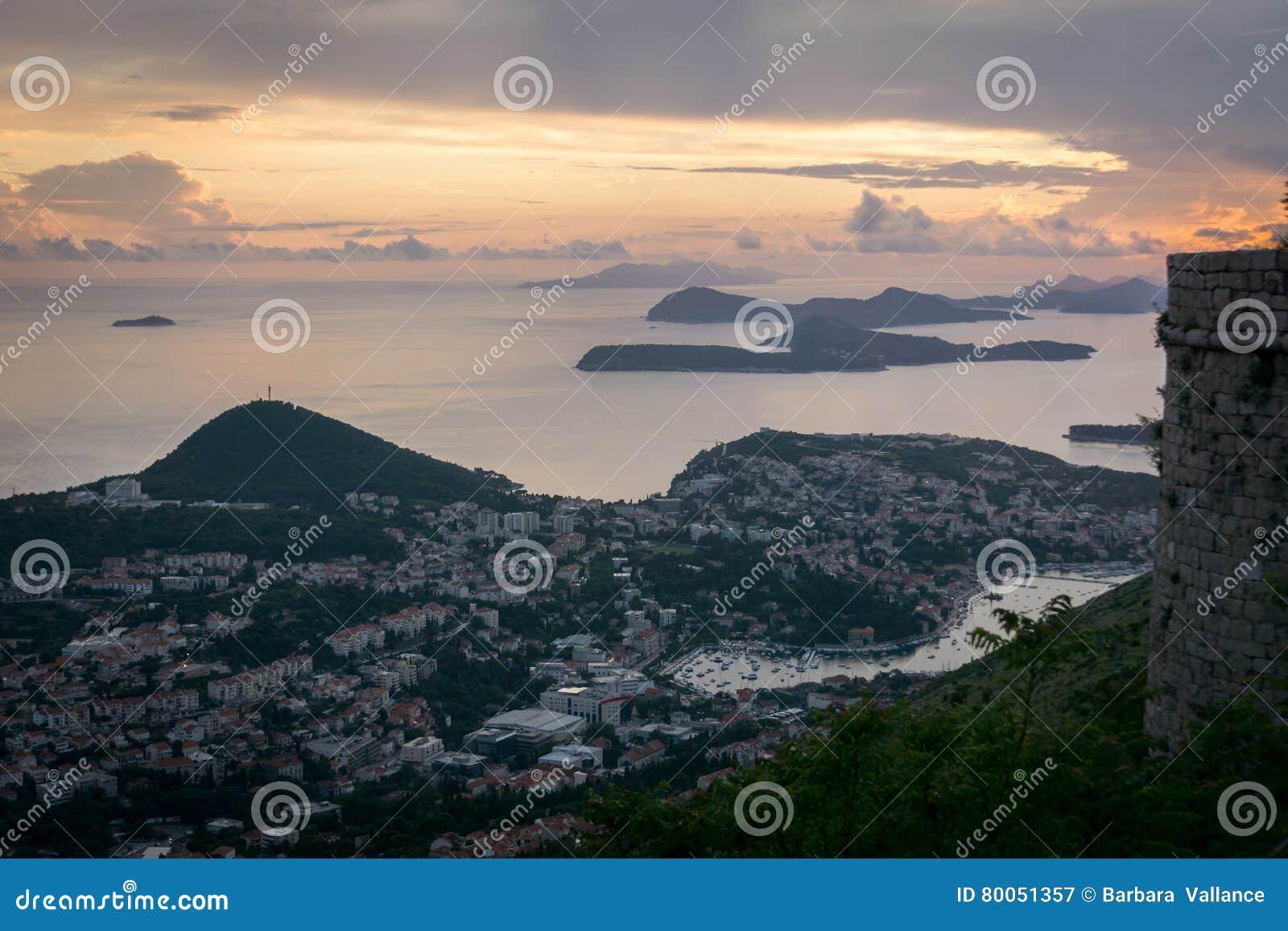 Vue des îles d Elaphiti au coucher du soleil
