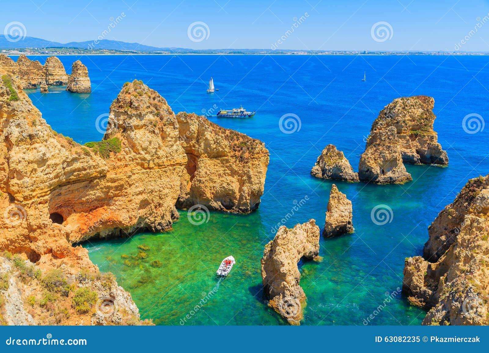 Download Vue Des Bateaux De Pêche Sur La Mer Image stock - Image du scénique, lagos: 63082235