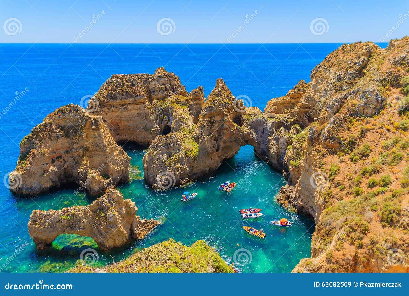 Download Vue Des Bateaux De Pêche Sur La Mer Image stock - Image du destination, pêche: 63082509