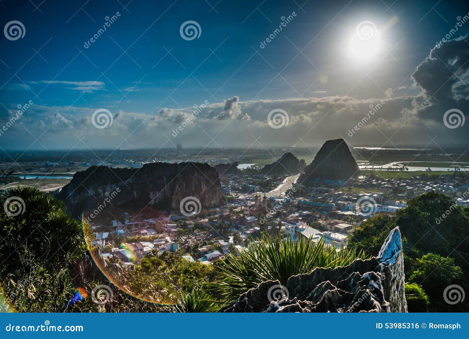 Vue des montagnes de marbre, Da Nang