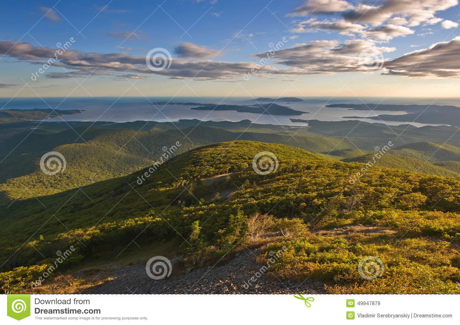 Vue des montagnes de Sikhote-Alin à la côte