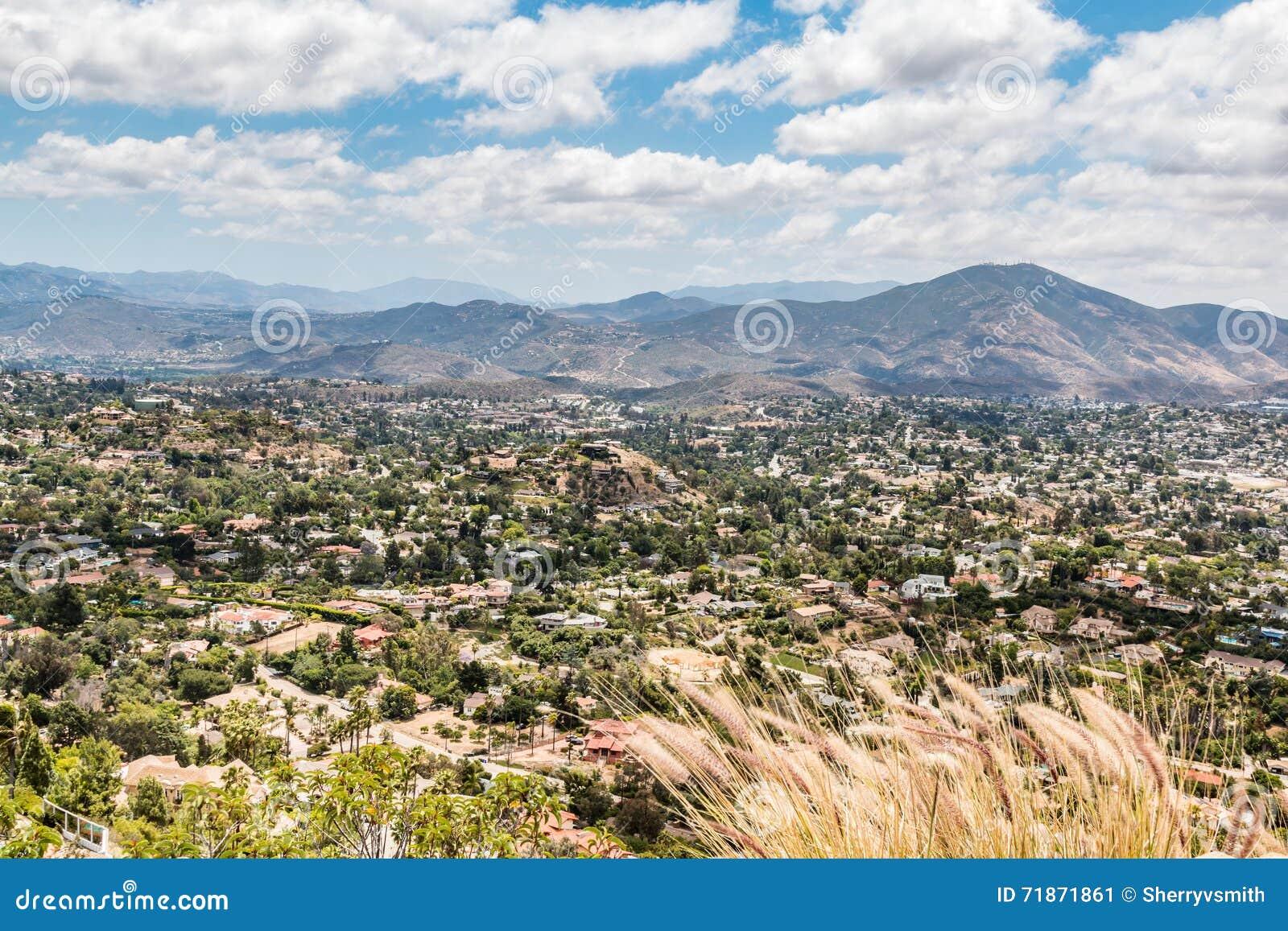 Vue des montagnes et de la ville du Mt Parc d hélice