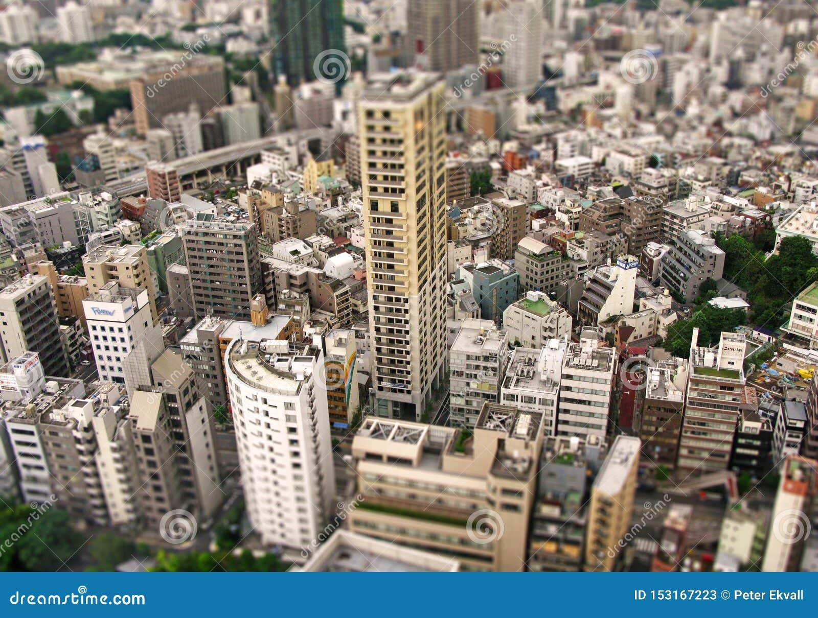 Vue des parties du centre de la ville de Tokyo, caméra de décalage d inclinaison