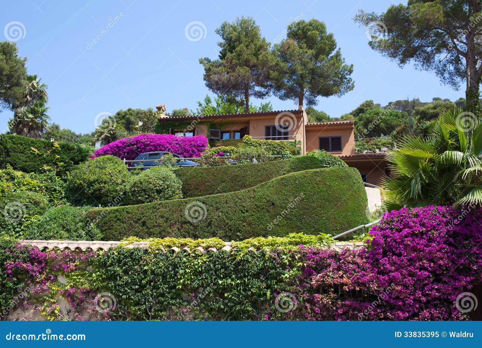 Vue du beau jardin image stock image du b ti destinations 33835395 - Le beau jardin du paresseux ...