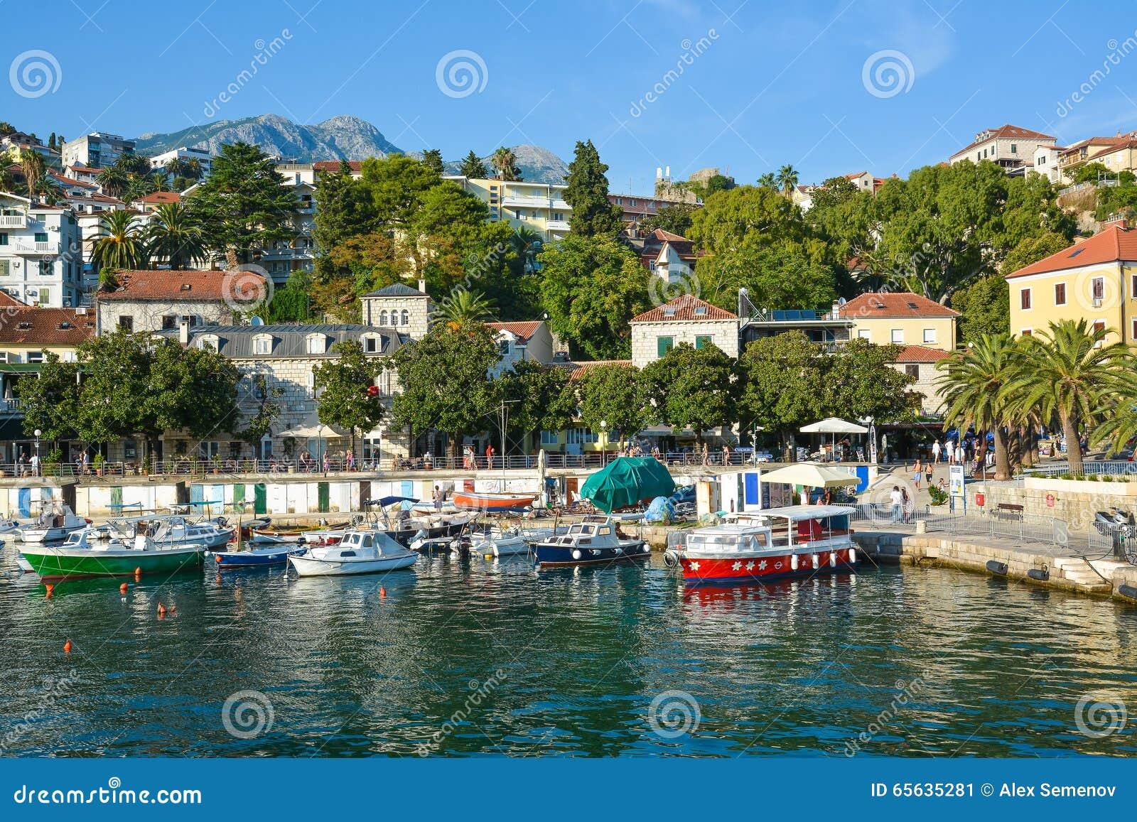 Vue du bord de mer et du port Herceg Novi