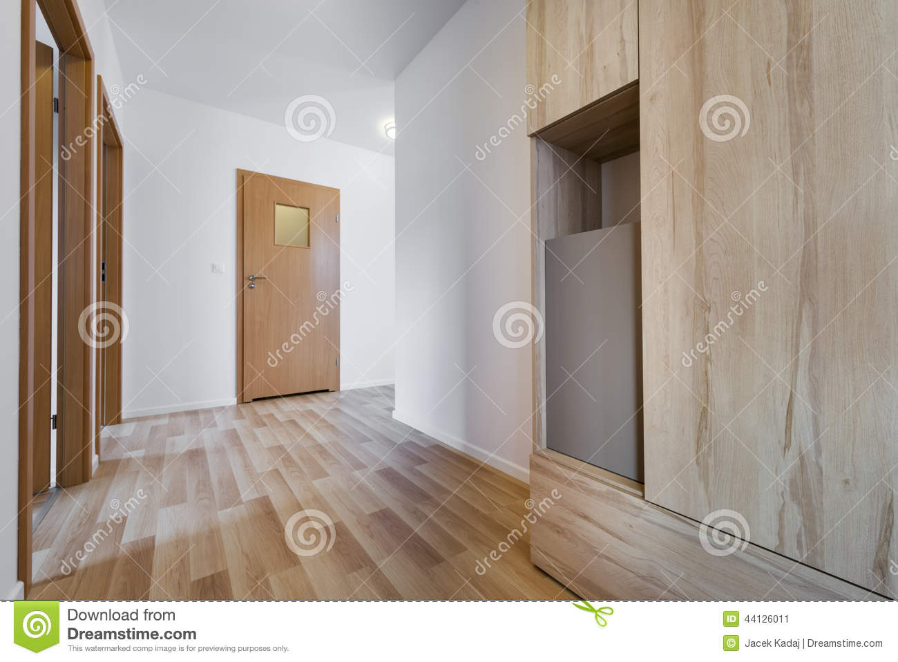 Vue du couloir dans la maison moderne photo stock image for Photo couloir maison