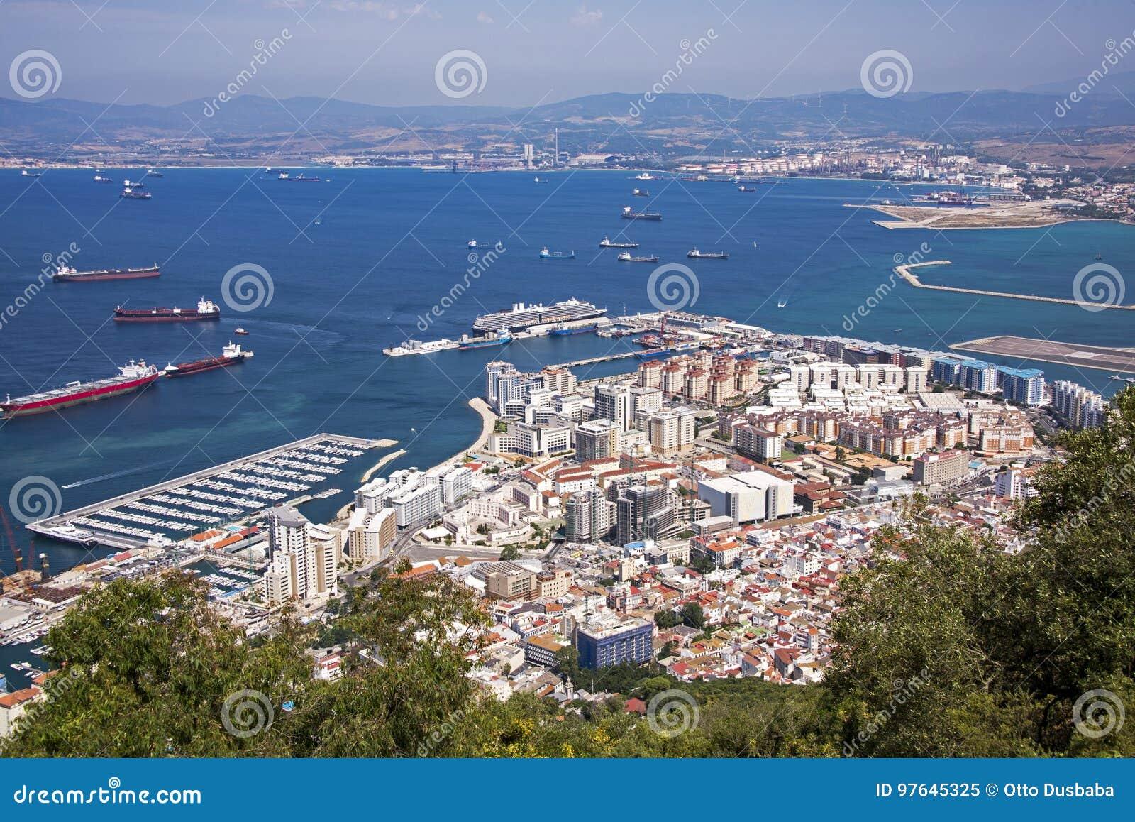 Vue du Gibraltar et de côte espagnole