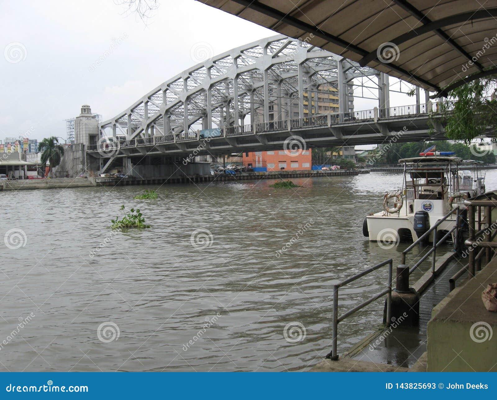 Vue du Manuel L pont commémoratif de Quezon, Manille, Philippines