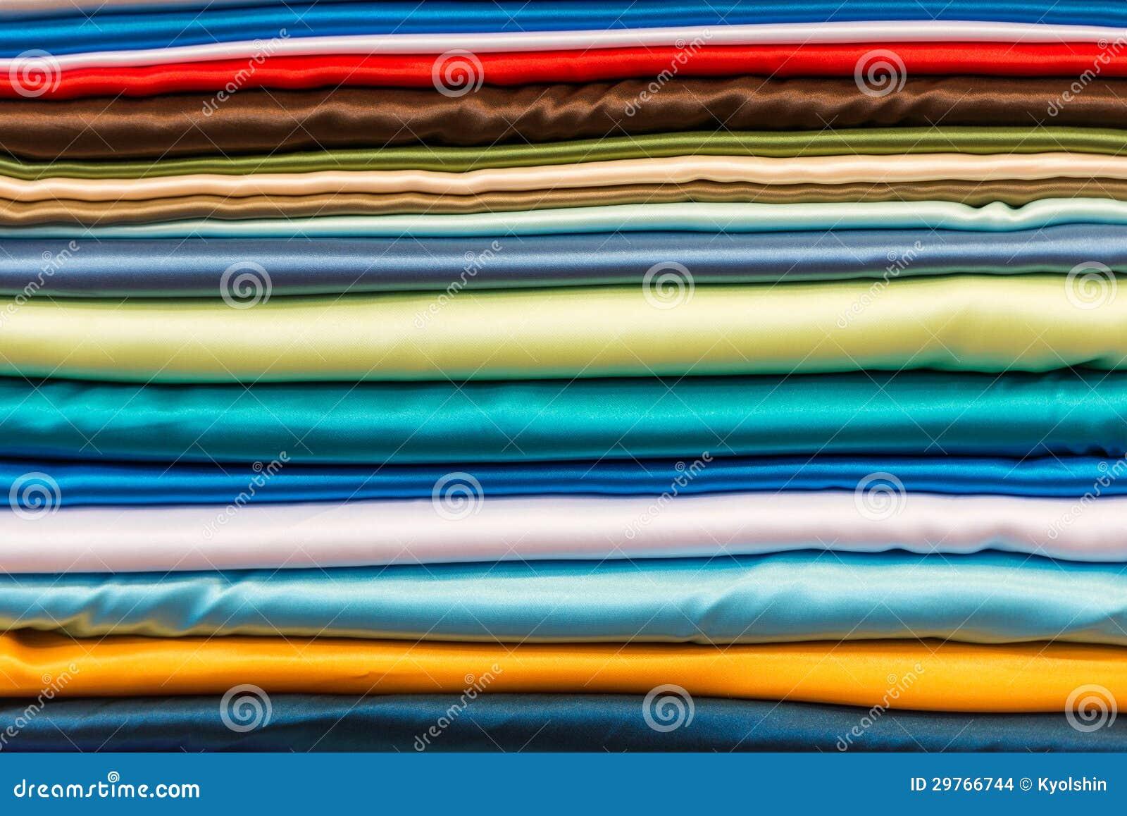 Souvent Pile Du Tissu En Soie De Différentes Couleurs. Images stock  XO93