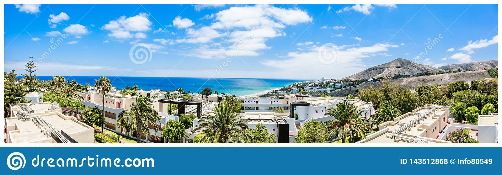 Vue ensoleillée de paysage de plage de Fuerteventura, Îles Canaries