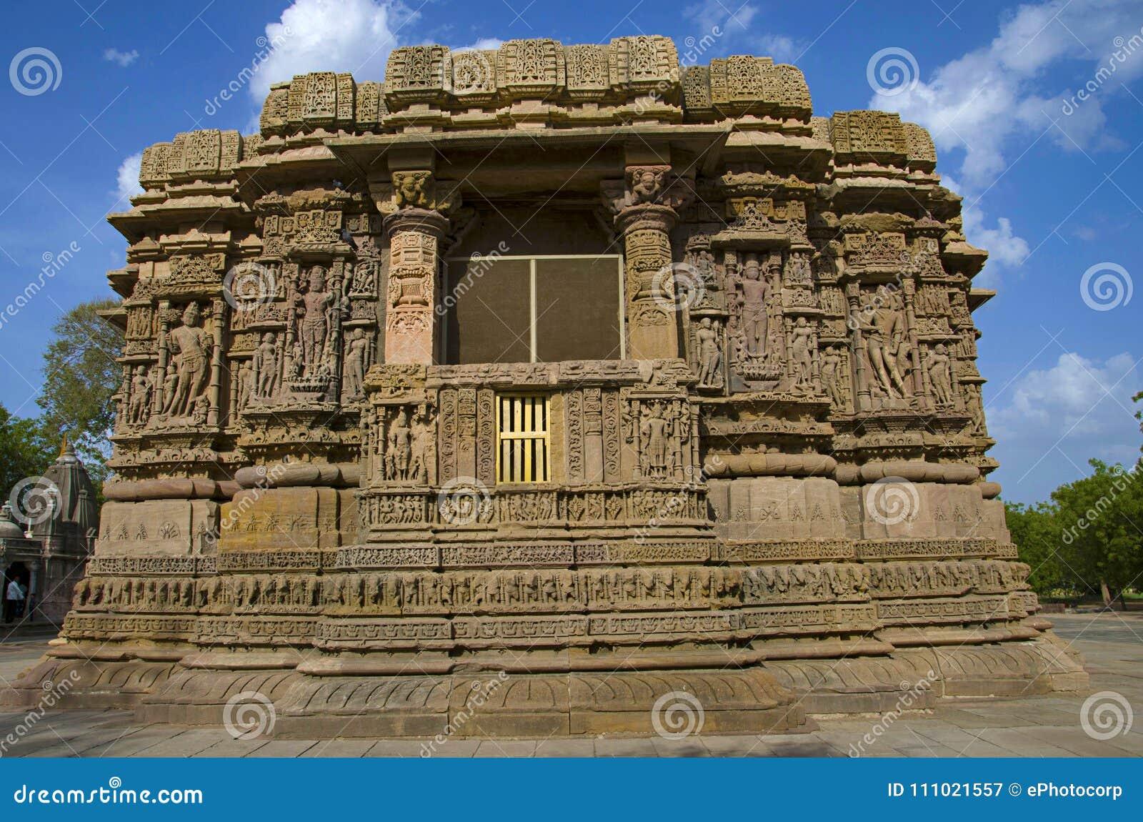 Vue externe du temple de Sun En 1026-27 ANNONCE construite pendant le règne de Bhima I de la dynastie de Chaulukya, Modhera, Mehs