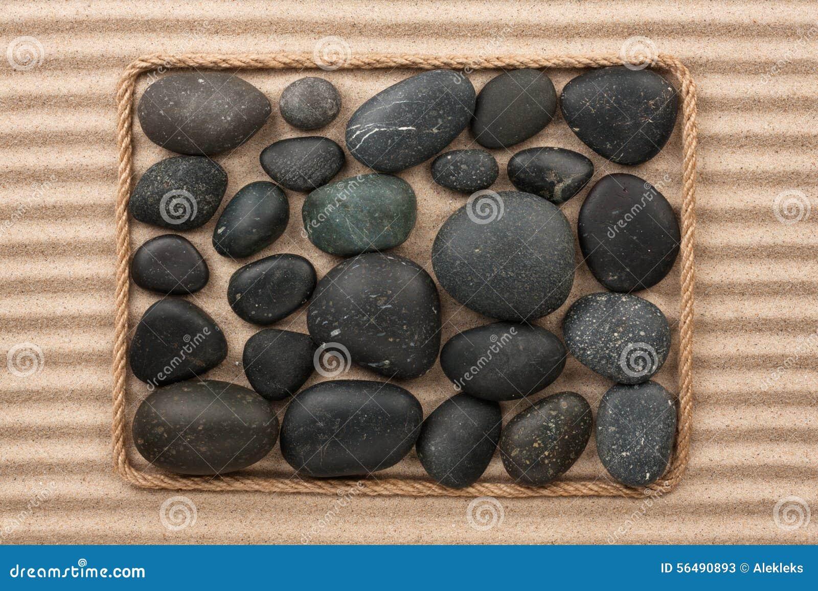 Vue faite en corde avec les pierres noires