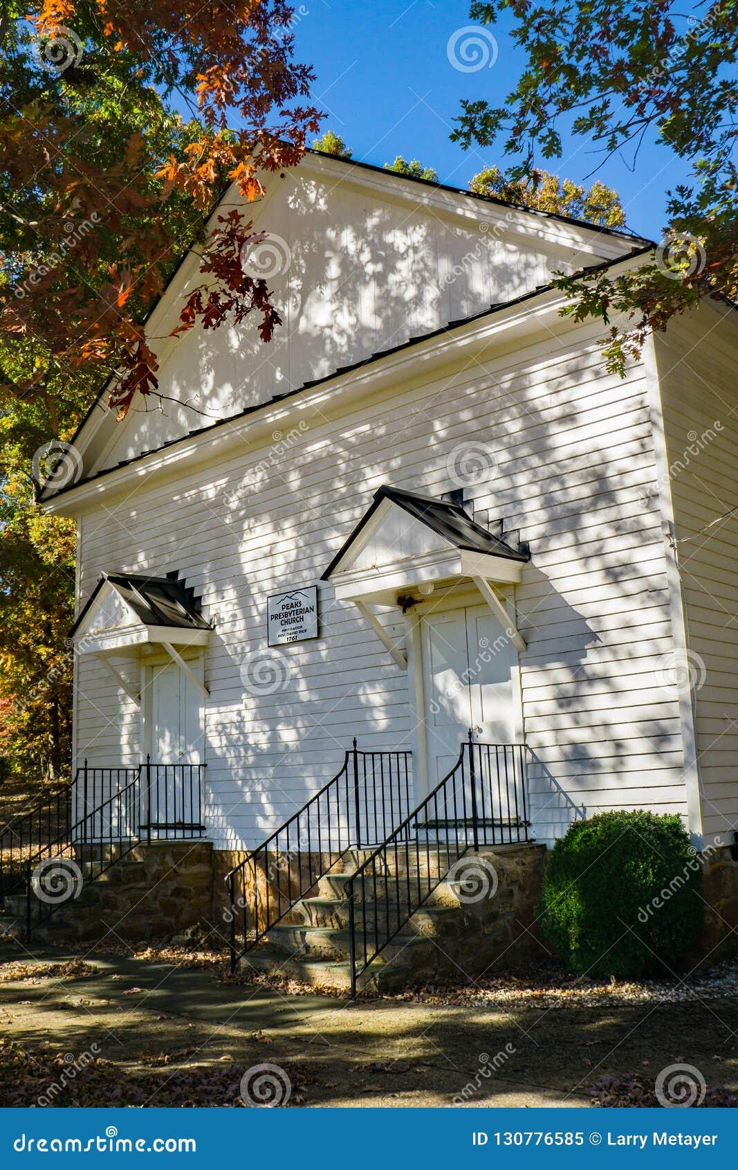 Vue frontale des crêtes église presbytérienne, la Virginie, Etats-Unis