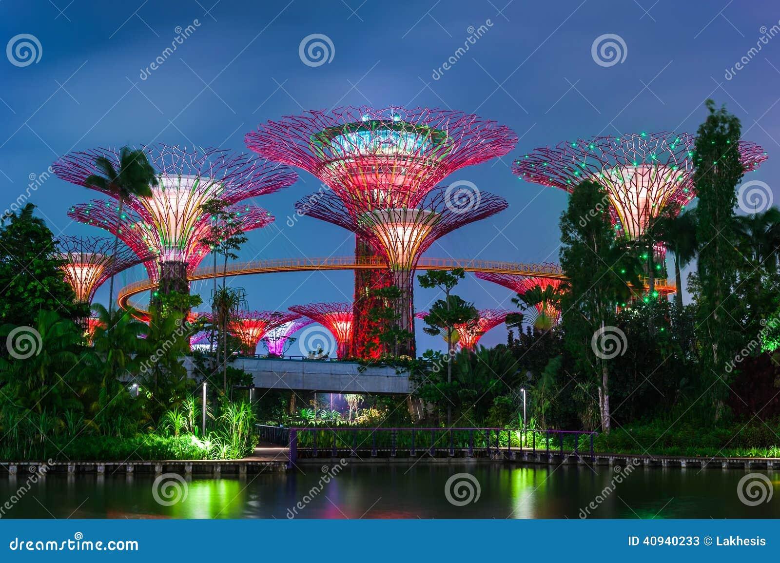 Vue futuriste de jardin par la baie singapour image stock image du artificiel ville 40940233 - Par vue de jardin ...