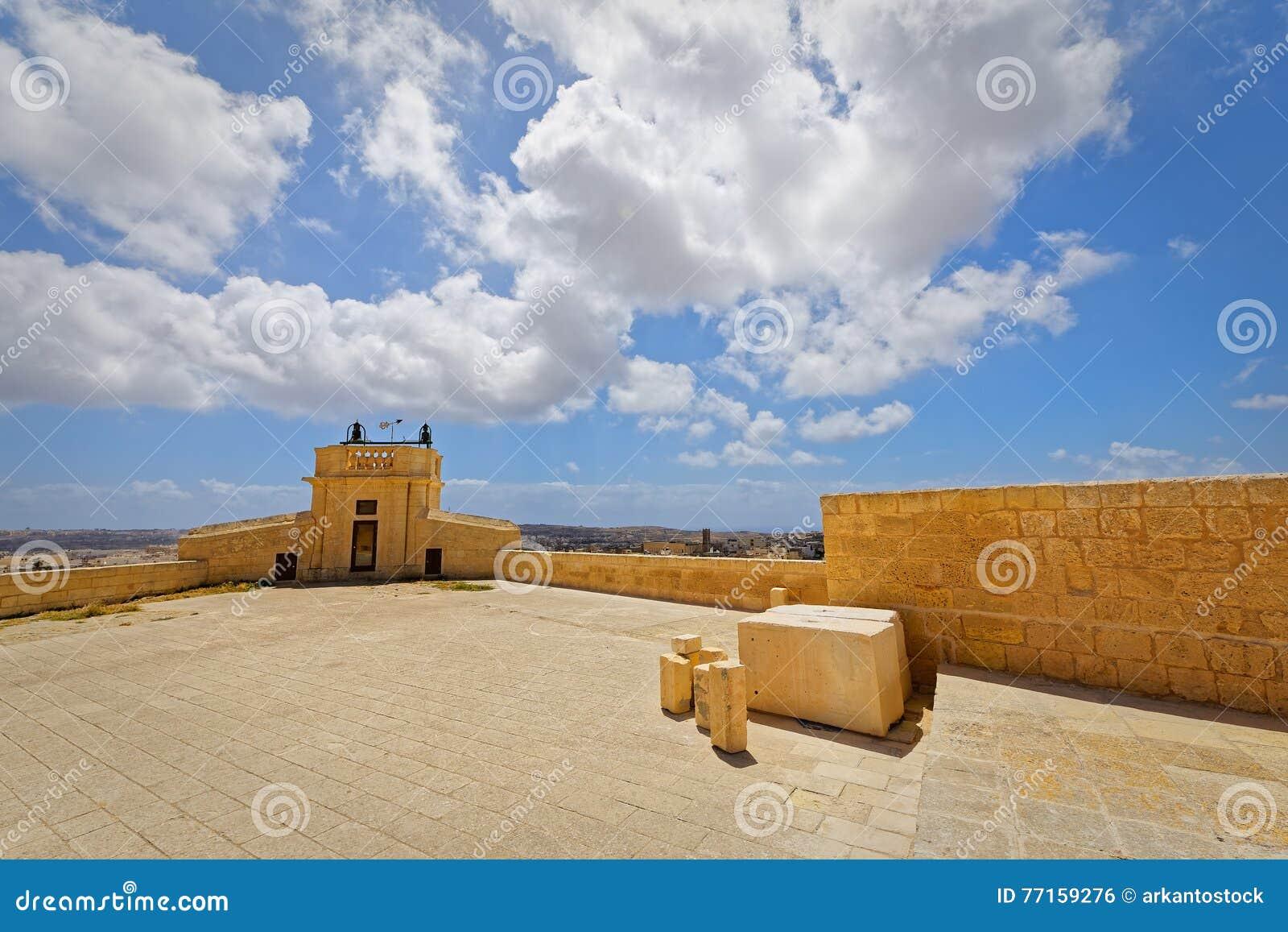 Vue grande-angulaire de la place de citadelle, Victoria, Gozo