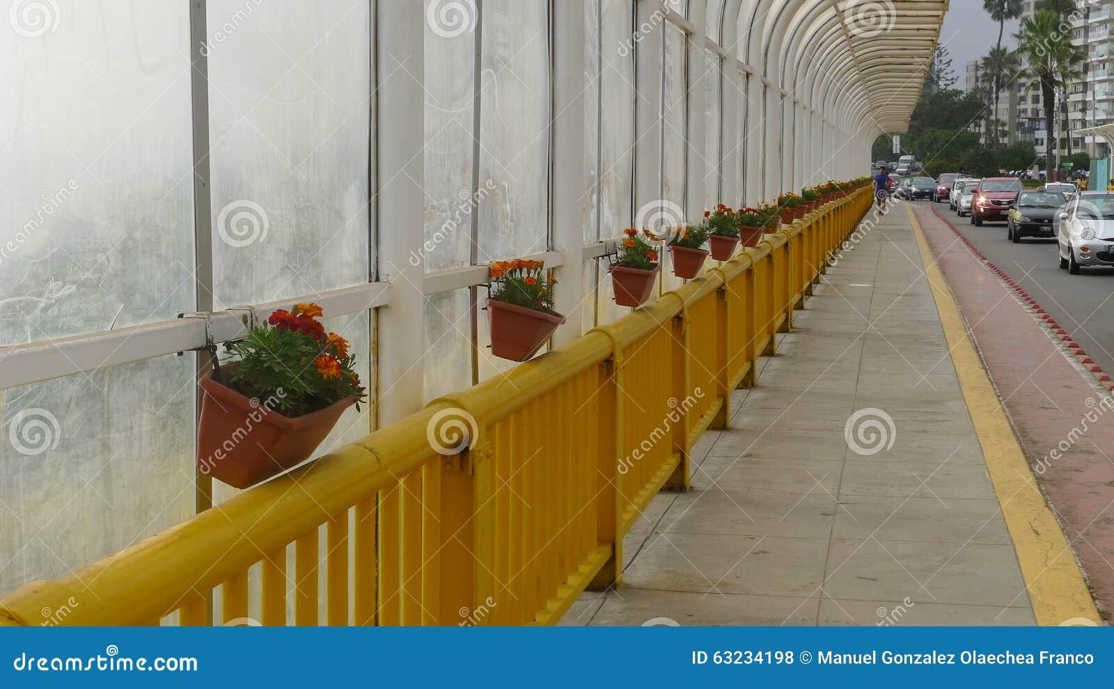 Vue intérieure de pont de Villena dans Miraflores