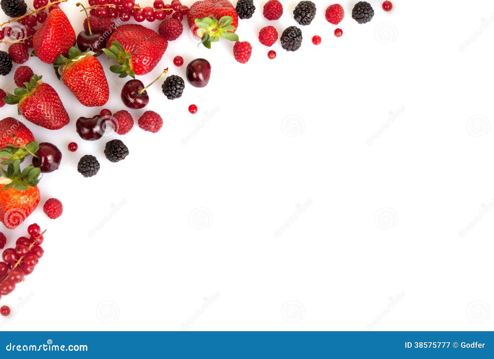 Vue la frontière ou le bord des fruits frais rouges d été