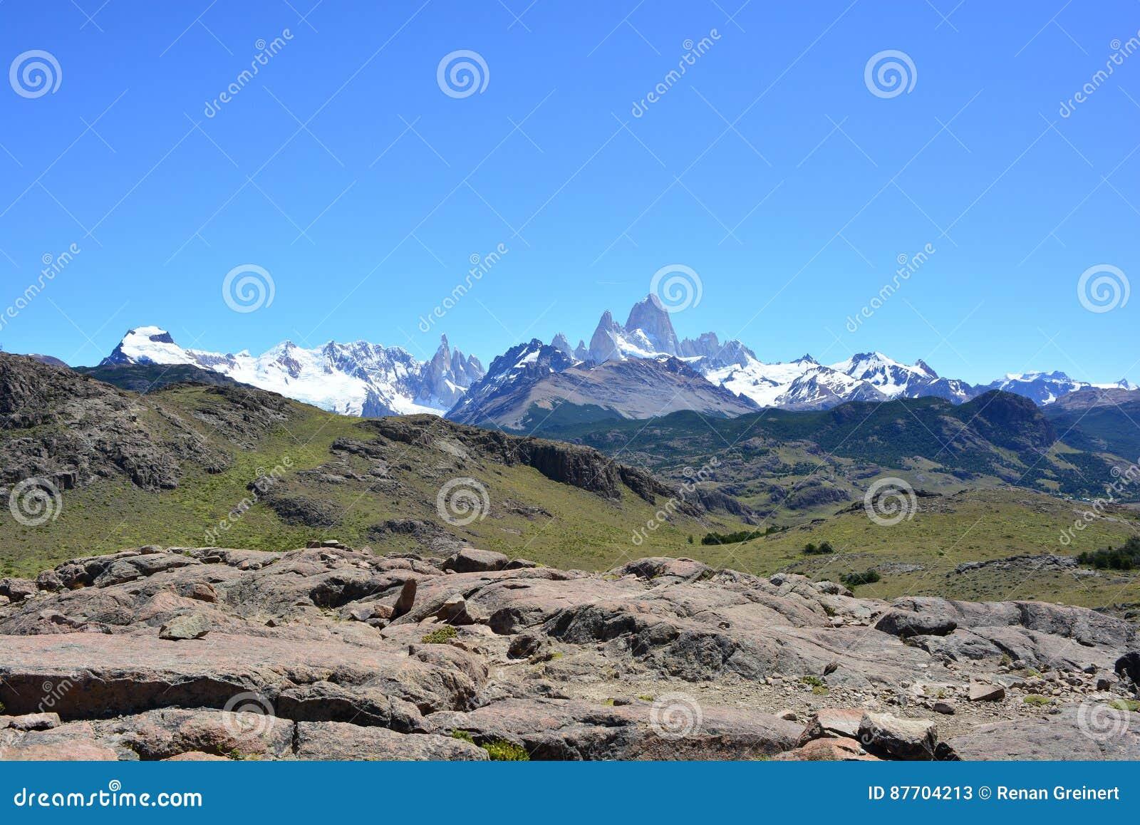 Vue lointaine de la crête de Fitz Roy, en parc national de visibilité directe Glaciares, EL Chaltén, Argentine