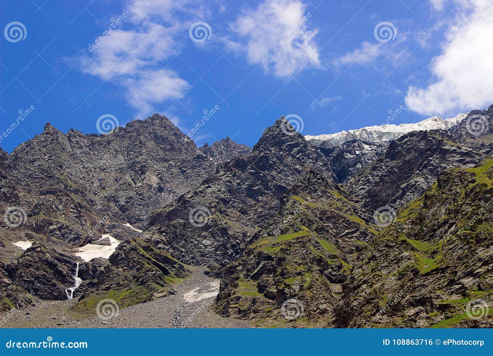 Vue magnifique de paysage des montagnes rocheuses