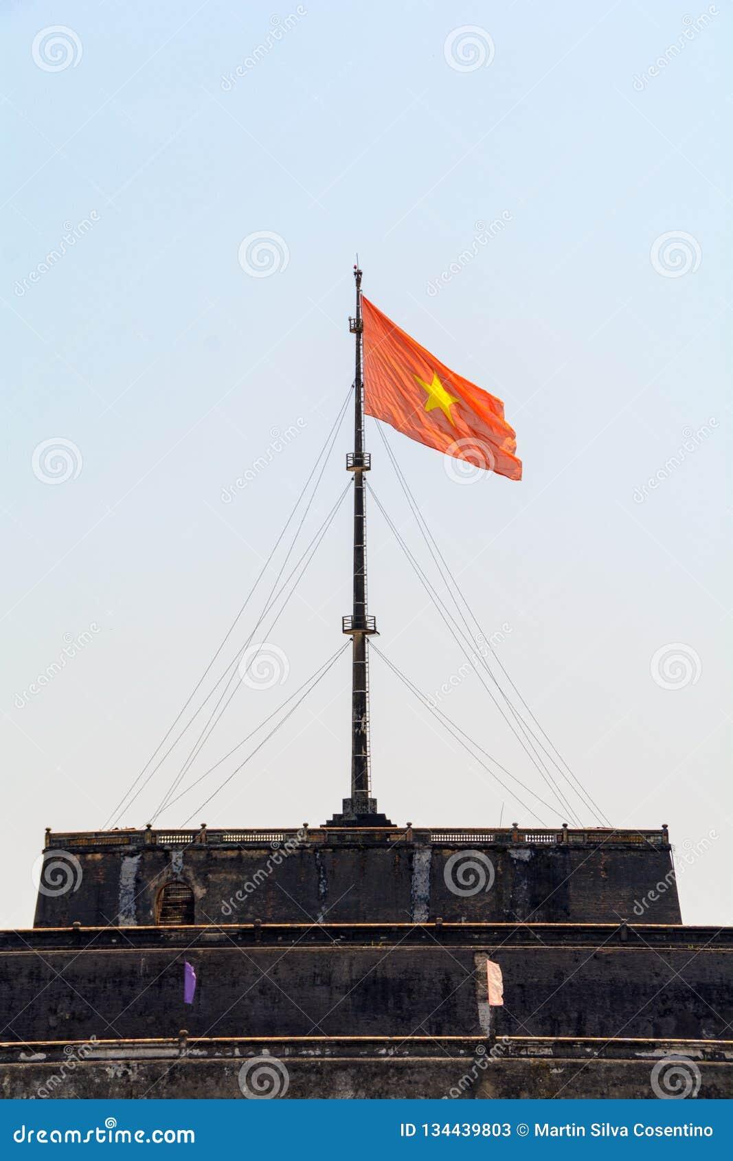 Vue merveilleuse de la porte méridienne à la ville impériale avec le Cité interdite pourpre dans la citadelle en Hue, Vietnam