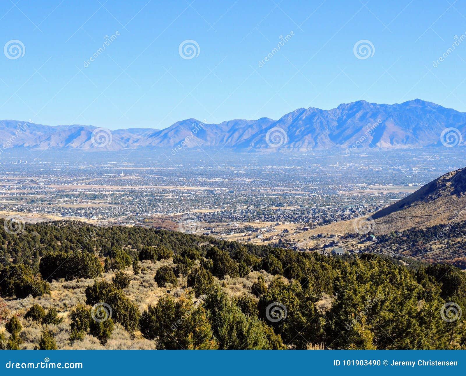 Vue montagnes avant de Salt Lake de vallée et de Wasatch de désert en Autumn Fall augmentant Rose Canyon Yellow Fork, grande roch