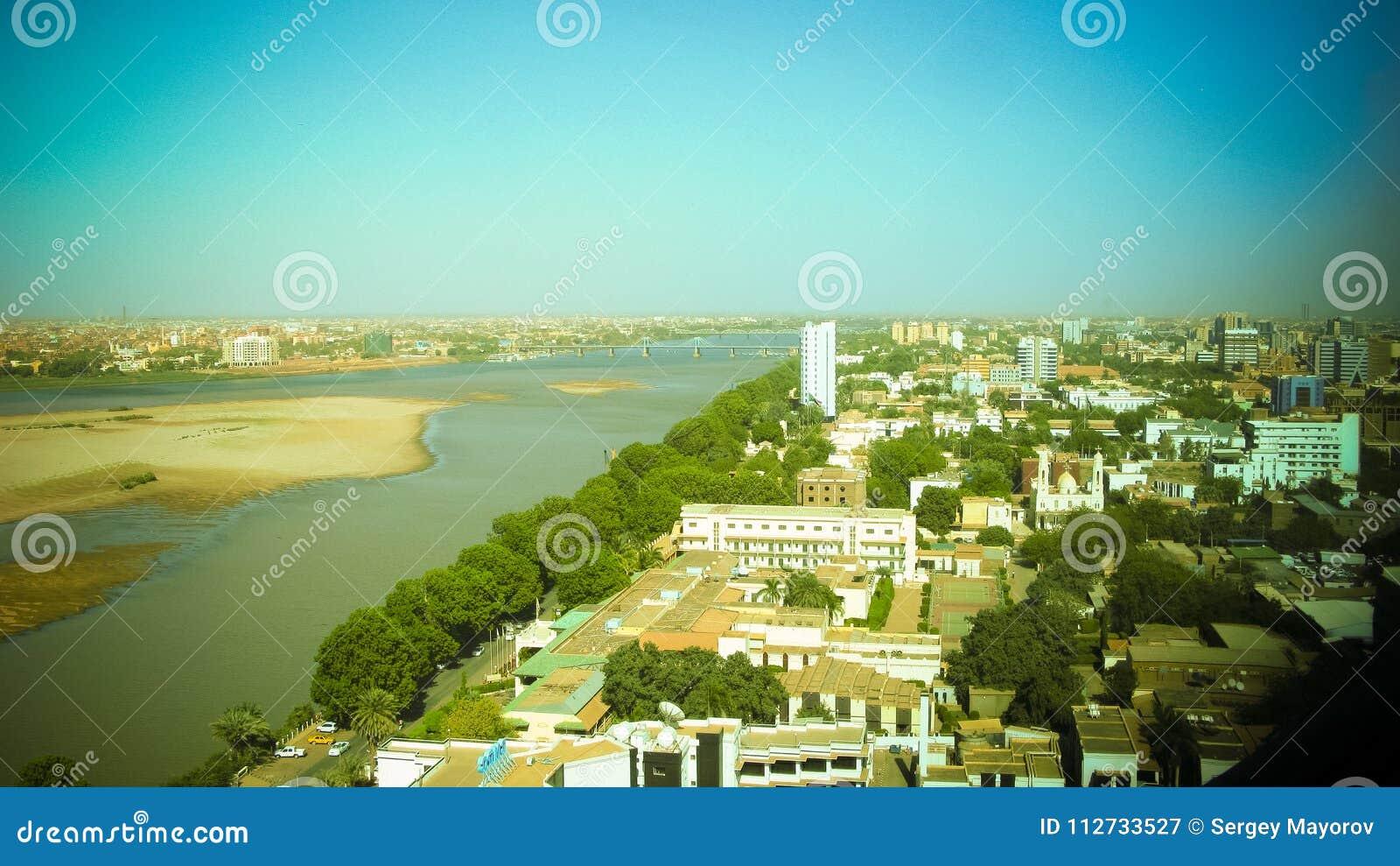 Vue panoramique aérienne à Khartoum, à Omdurman et à confluent du Niles bleu et blanc au Soudan