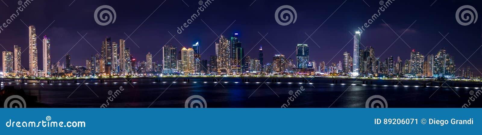 Vue panoramique d horizon de Panamá City la nuit - Panamá City, Panama