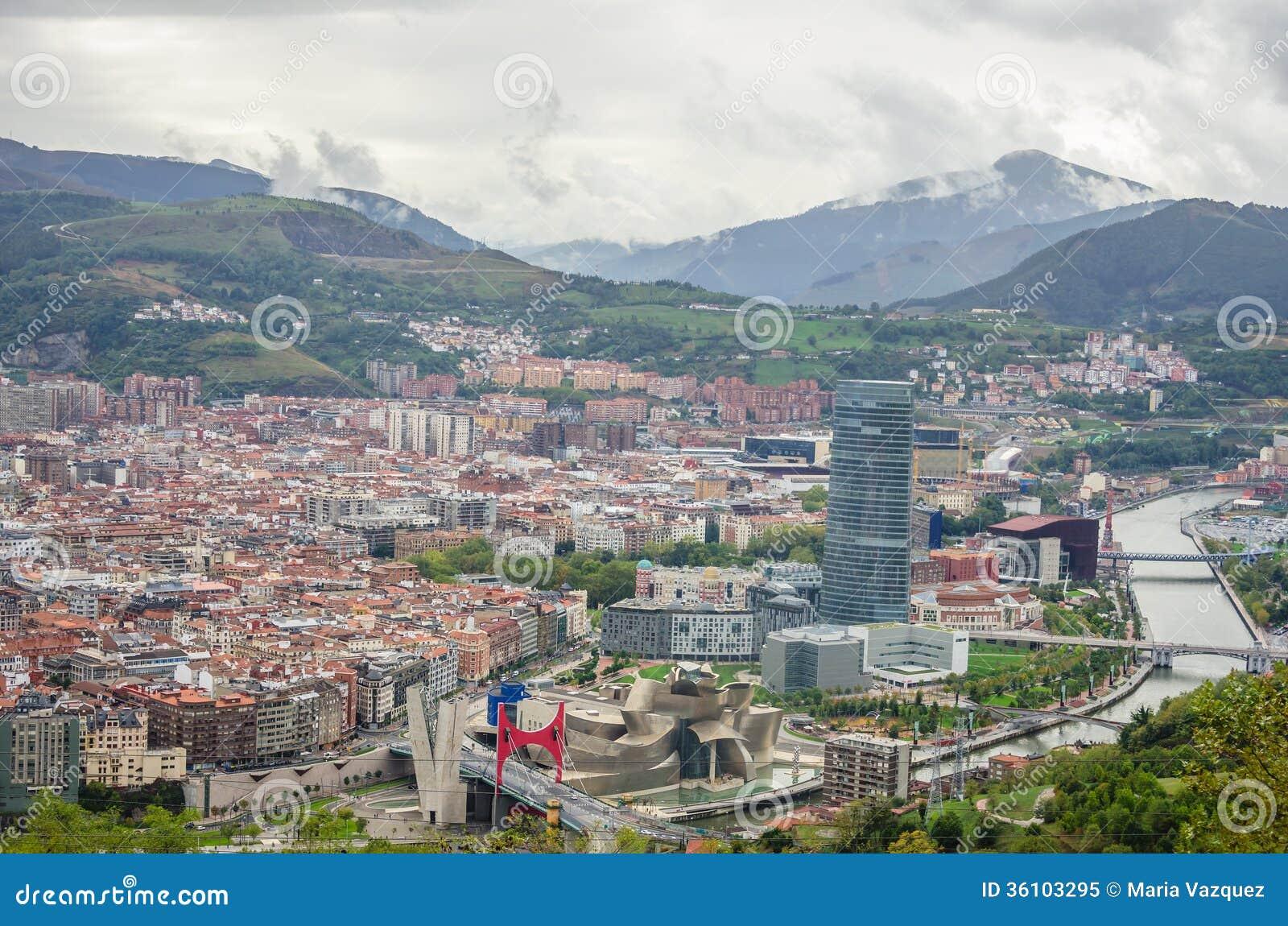Vue panoramique de bilbao image stock image du page for Piscine bilbao