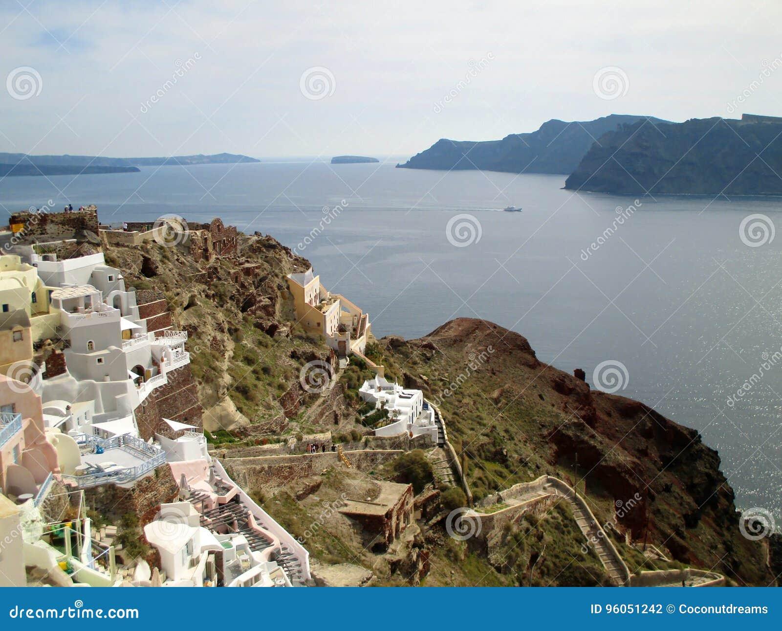 Vue panoramique de caldeira et de mer Égée au village d Oia de l île de Santorini